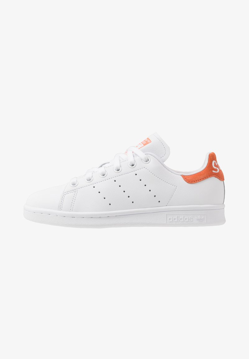 adidas Originals - STAN SMITH - Sneakersy niskie - footware white/semi coral