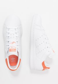 adidas Originals - STAN SMITH - Sneakersy niskie - footware white/semi coral - 1