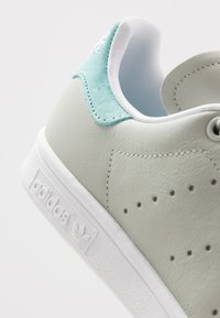 adidas Originals - STAN SMITH - Sneakers basse - ash silver/easy mint/footware white - 6