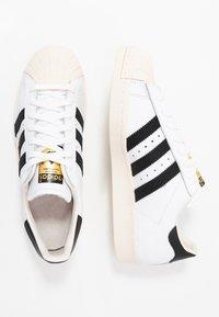adidas Originals - SUPERSTAR 80S - Sneakersy niskie - white/black/chalk - 1