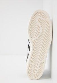 adidas Originals - SUPERSTAR 80S - Sneaker low - black/white/chalk - 4