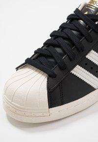 adidas Originals - SUPERSTAR 80S - Sneaker low - black/white/chalk - 5