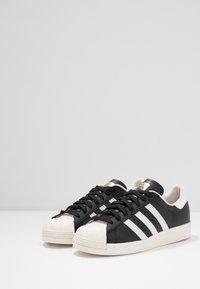 adidas Originals - SUPERSTAR 80S - Sneaker low - black/white/chalk - 2