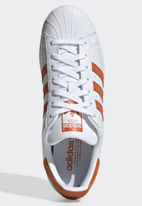 adidas Originals - SUPERSTAR SHOES - Sneaker low - white - 1
