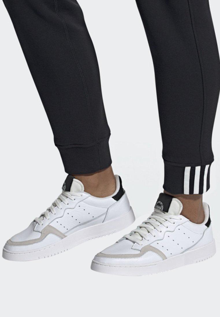 adidas Originals - SUPERCOURT SHOES - Trainers - white