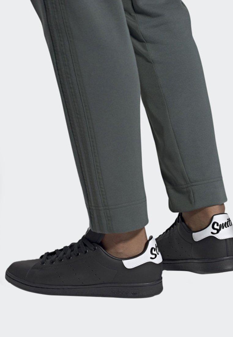 adidas Originals - STAN SMITH SHOES - Sneaker low - black