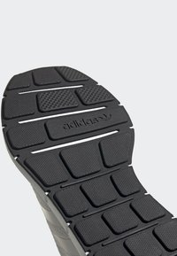 adidas Originals - SWIFT RUN RUNNING-STYLE SHOES - Sneakers - white - 7