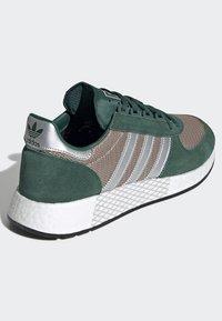 adidas Originals - MARATHON TECH SHOES - Trainers - green - 4