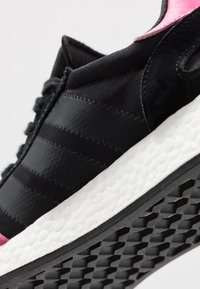 adidas Originals - I-5923 - Tenisky - core black/shock pink - 5