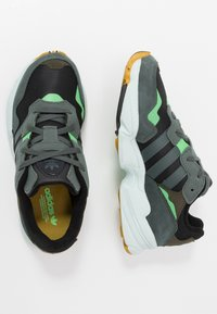 adidas Originals - YUNG-96 - Sneakers - core black/legend ivy/raw ochre - 1