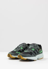 adidas Originals - YUNG-96 - Sneakers - core black/legend ivy/raw ochre - 2