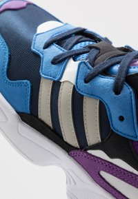 adidas Originals - YUNG-96 - Trainers - collegiate navy/sesam/true blue - 5