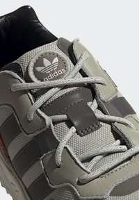 adidas Originals - YUNG-96 TRAIL SHOES - Trainers - grey - 8