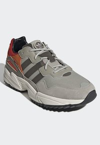 adidas Originals - YUNG-96 TRAIL SHOES - Trainers - grey - 3