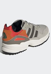 adidas Originals - YUNG-96 TRAIL SHOES - Trainers - grey - 4