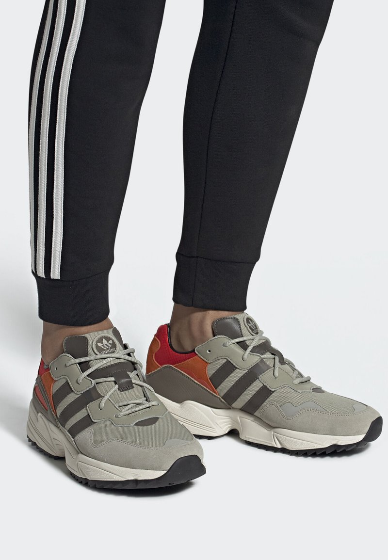 adidas Originals - YUNG-96 TRAIL SHOES - Trainers - grey