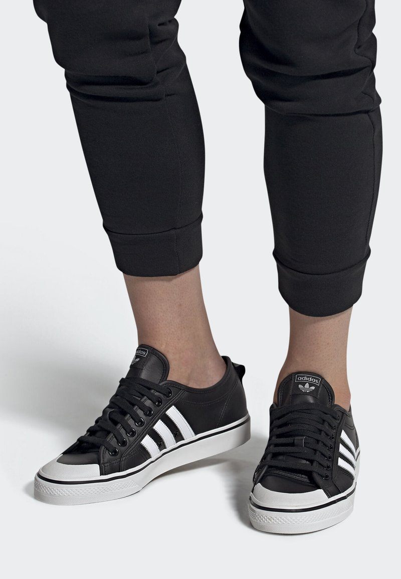 adidas Originals - NIZZA SHOES - Matalavartiset tennarit - black