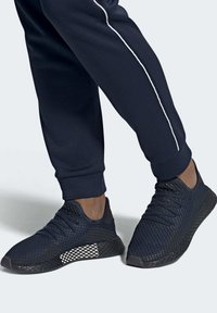 adidas Originals - DEERUPT RUNNER SHOES - Sneakers laag - blue - 2
