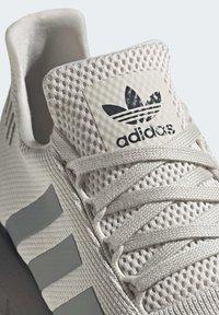 adidas Originals - SWIFT RUN SHOES - Trainers - white - 5