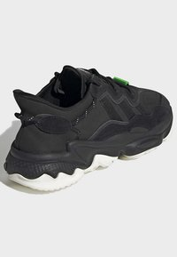 adidas Originals - OZWEEGO TR SHOES - Sneakers laag - black - 4