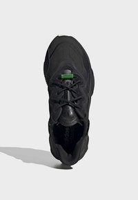 adidas Originals - OZWEEGO TR SHOES - Sneakers laag - black - 2