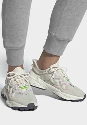 OZWEEGO TR  - Trainers - white/grey