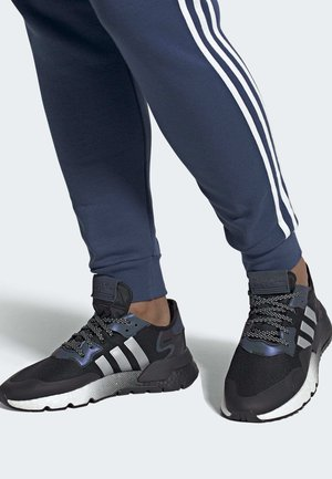 NITE JOGGER SHOES - Sneakersy niskie - black