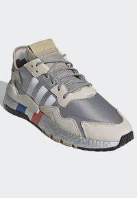 adidas Originals - NITE JOGGER SHOES - Matalavartiset tennarit - silver - 6