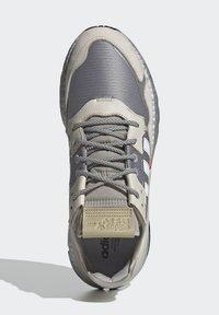 adidas Originals - NITE JOGGER SHOES - Matalavartiset tennarit - silver - 4