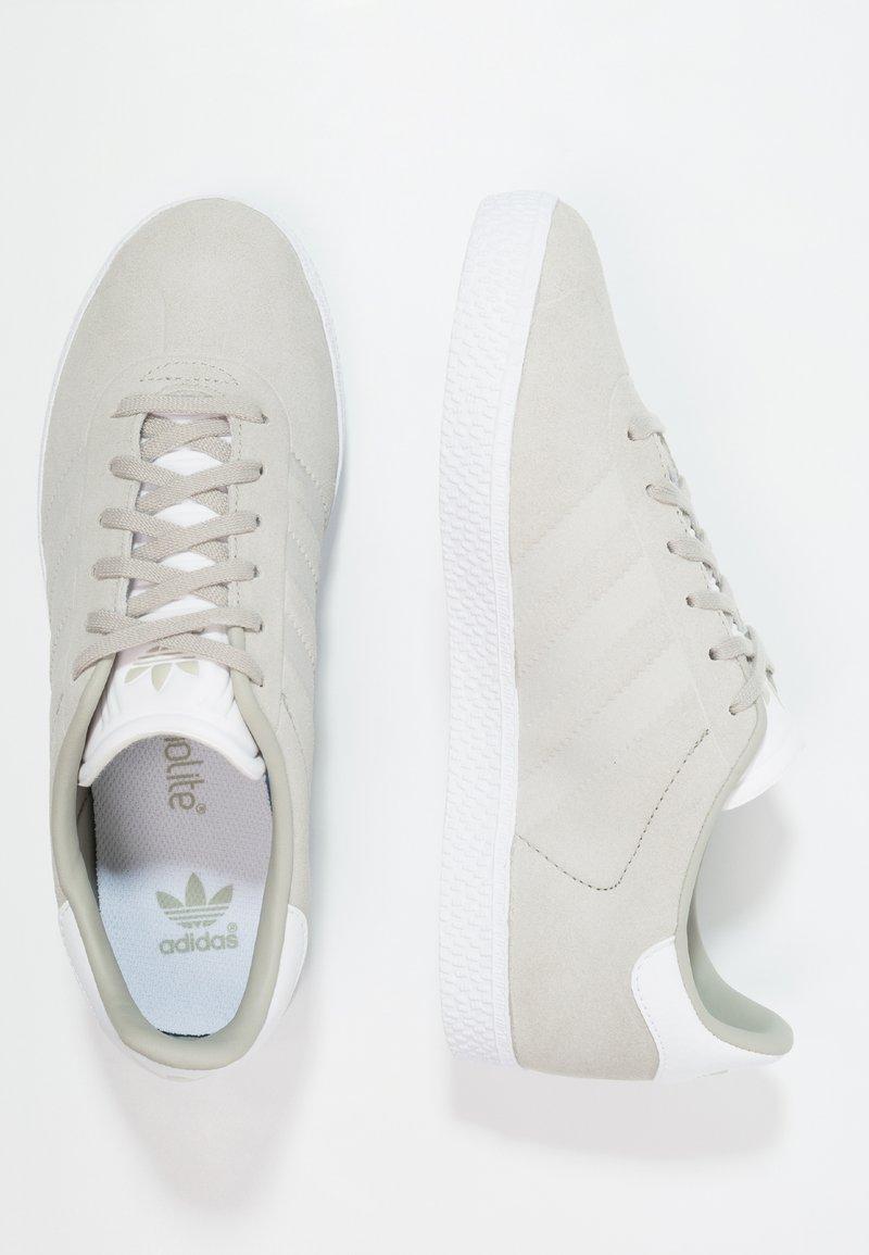 adidas Originals - GAZELLE - Baskets basses - sesame/footwear white