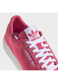 adidas Originals - CONTINENTAL VULC SHOES - Sneakers laag - pink - 5