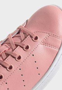 adidas Originals - STAN SMITH SHOES - Sneakers basse - pink - 7