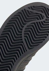adidas Originals - SUPERSTAR SHOES - Sneakers laag - black - 8