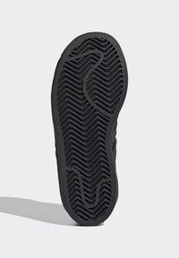adidas Originals - SUPERSTAR SHOES - Sneakers laag - black - 5