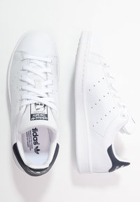 adidas Originals - STAN SMITH STREETWEAR-STYLE SHOES - Sneakers - run white/new navy - 1