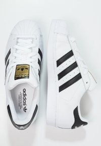 adidas Originals - SUPERSTAR - Sneakersy niskie - white/core black - 1