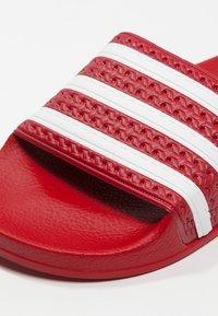 adidas Originals - ADILETTE - Badslippers - light scarlet/white - 5