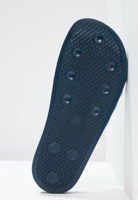 adidas Originals - ADILETTE - Sandali da bagno - adiblu/white - 4