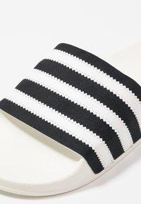 adidas Originals - ADILETTE - Muiltjes - core black/footwear white/offwhite - 5