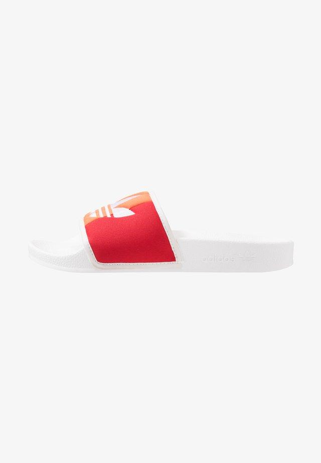 ADILETTE PRIDE - Sandalias planas - footwear white/orange/scarlet