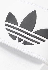 adidas Originals - ADILETTE LITE - Sandalias planas - footwear white/core black - 5