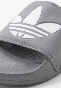 adidas Originals - ADILETTE LITE - Muiltjes - grey - 5
