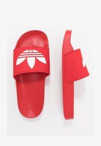 adidas Originals - ADILETTE LITE - Matalakantaiset pistokkaat - scarle/ftwwht/scarle - 1