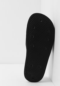adidas Originals - ADILETTE LITE - Klapki - core black/footwear white - 4
