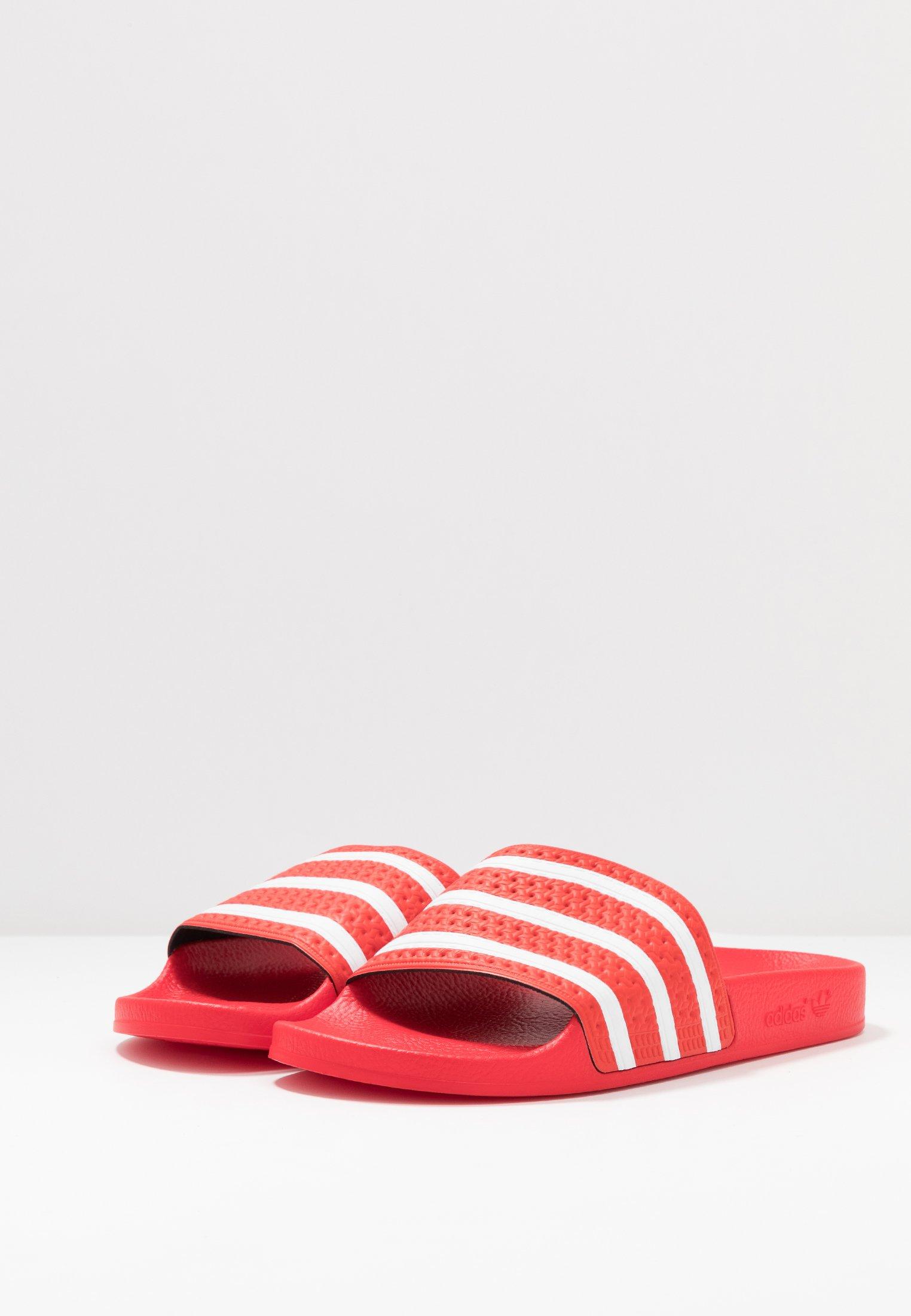 adidas Originals ADILETTE - Sandały kąpielowe - lush red/footwear white