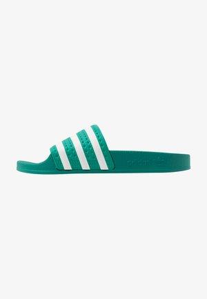 ADILETTE - Chanclas de baño - glory green/footwear white