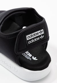 adidas Originals - ADILETTE 3.0 - Sandalias - core black/footwear white - 5