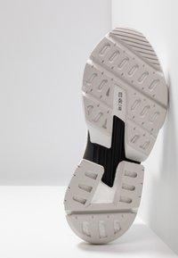 adidas Originals - POD-S3.1 PK - Sneakers - footwear white/shock red - 4