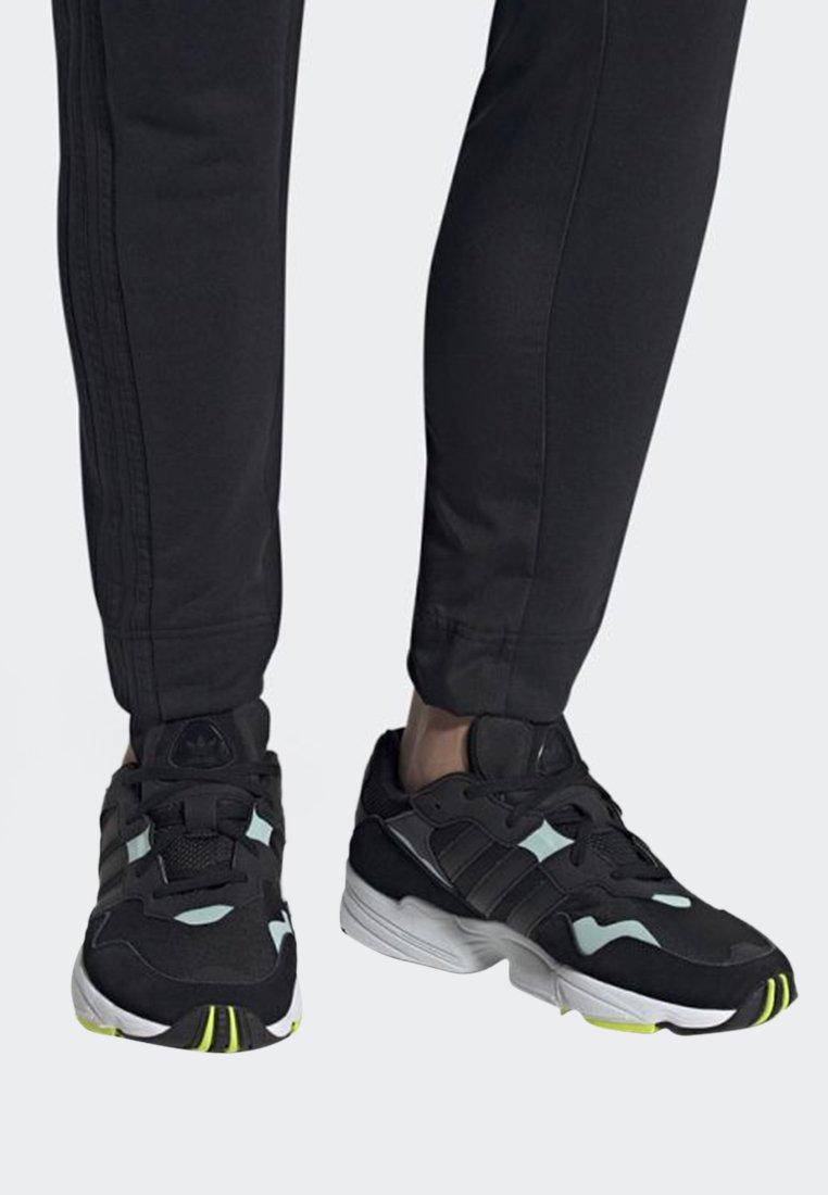adidas Originals - YUNG-96 SHOES - Zapatillas - black
