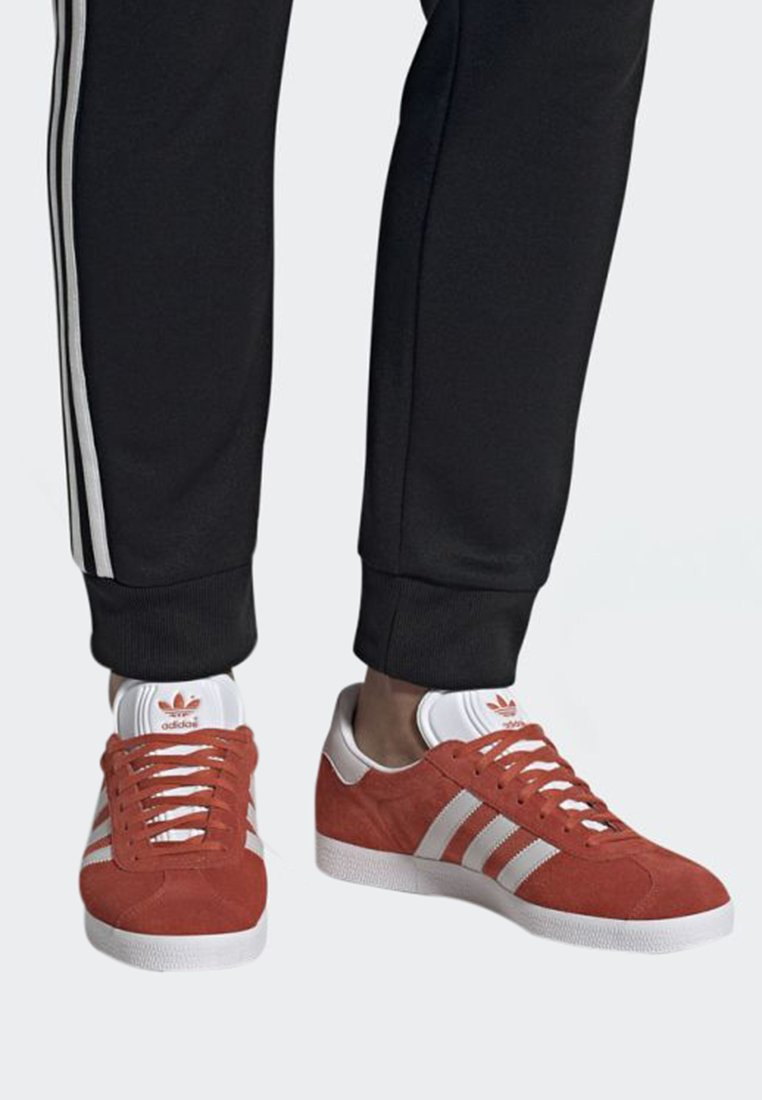adidas Originals - GAZELLE SHOES - Baskets basses - orange